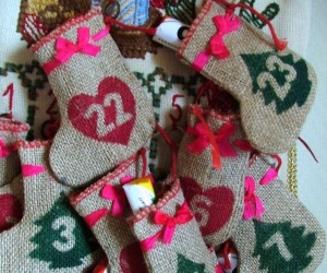 adventskalender zum bef llen aus stoff 260cm weihnachtsgirlande mit adventskalender s ckchen. Black Bedroom Furniture Sets. Home Design Ideas